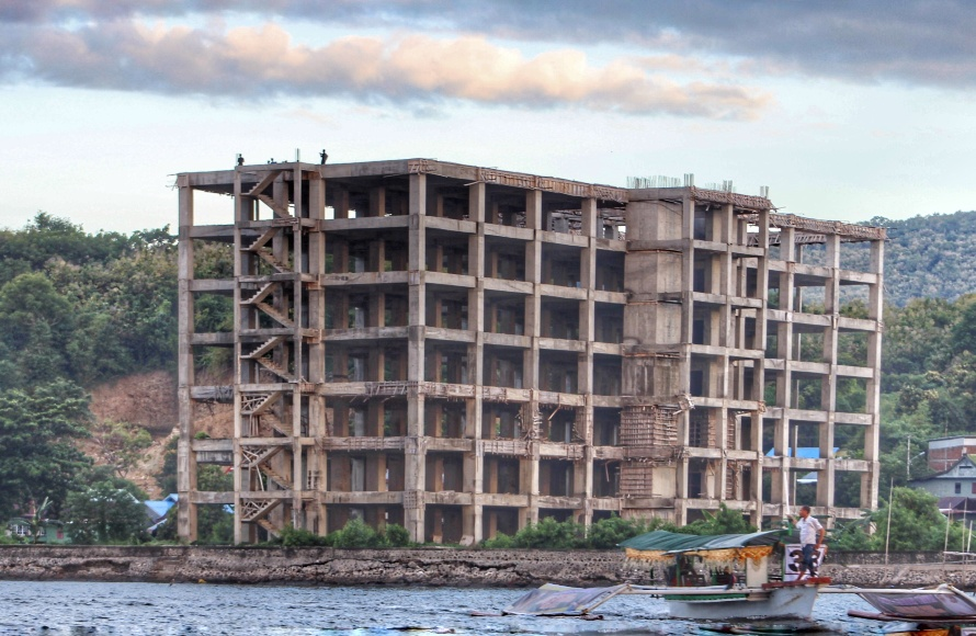 Bangunan Rumah Sakit Hasri Ainun Habibie terancam mangkrak akibat tidak adanya anggaran pembangunan lanjutan. FOTO : JERY