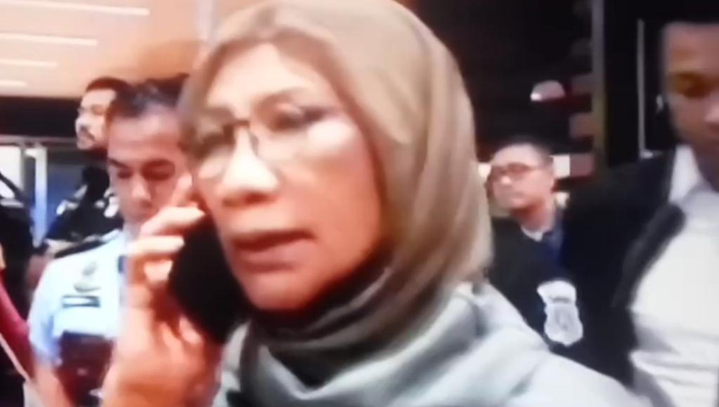 Video, Ratna Sarumpaet Diamankan saat akan ke Luar Negeri
