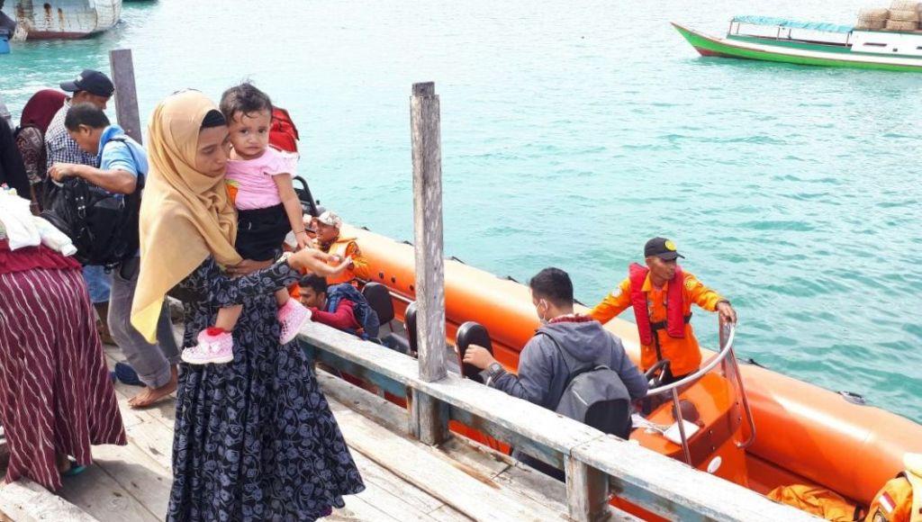 Mati Mesin di Perairan Lasalimu, Basarnas Evakuasi 16 Penumpang