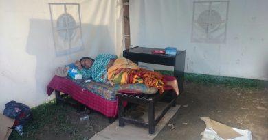 Ernawati si Ibu Malang Diterlantarkan Keluarga Depan Masjid