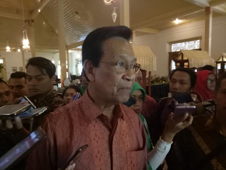 Gubernur DIY Sri Sultan hamengkubuweono X saat memberikan keterangan pers terkait aksi teror bom di daerah otoritasnya. FOTO ; NADHIR ATTAMIMI