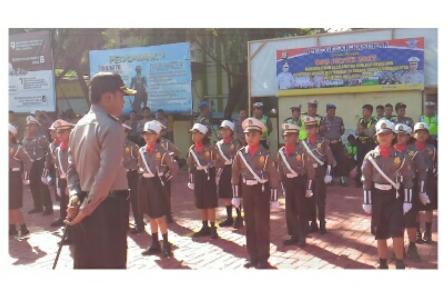 Polisi Cilik turut ambil bagian dalam kegiatan gelar pasukan Operasi patuh 2017 di mapolres Bantaeng. FOTO : SYAMSUDDIN