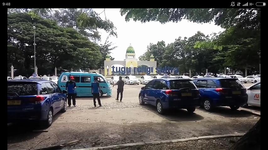 Ribuan Taksi Konvensional Mogok