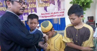 Berbagi Bersama Kaum Dhuafa dan Anak Yatim, Ini Pesan Pj Walikota Bau - bau