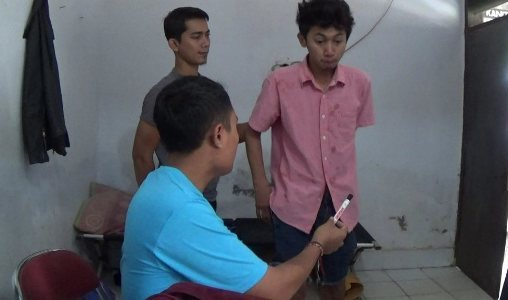 Tersangka Pengedar Barkoba jenis Sabu Dedi oleh jajaran Satnarkoba Polres Kolaka. FOTO : ASDAR LANTORO