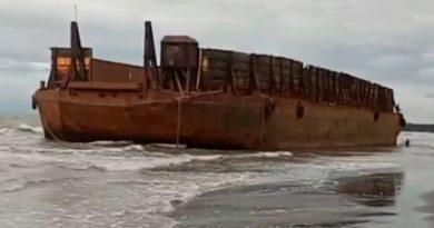 Cuaca Buruk, Kapal Pengangkut Ore Nikel Kandas