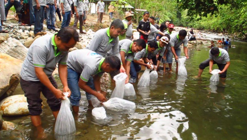 Alumni SPP SUPM Bone Reuni di Taman Air Panas Ulunggolaka