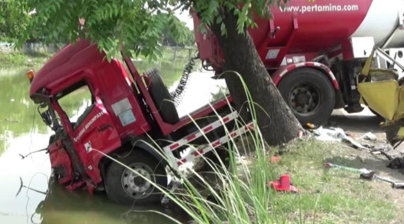 Truk Pertamina Hantam Mobil Box dan 2 Motor di Demak, 5 Orang Luka Parah