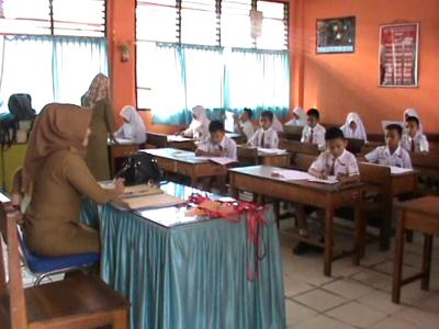 Suasana pelaksanaan Ujian di Sekolah Dasar Negeri 1 Kendari Barat. FOTO : FT
