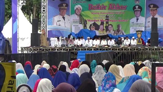 Ratusan warga Kota kendari menghadiri Zikir Akbar jelang HUT Kota kendari ke 186 tahun 2017. FOTO : FA