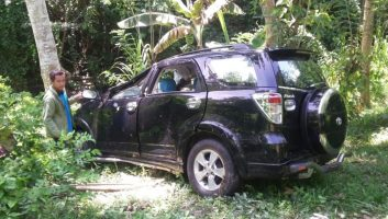 Mobil Terjun ke Jurang, Satu Penumpang Dilarikan ke RSUD