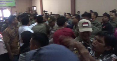 Demo Mutasi Karyawan PT. DJL Ricuh
