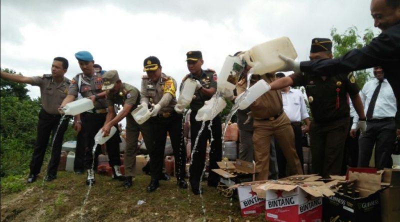 Polres Muna Musnakan 8 ton Minuman Tradisional dan Pabrikan
