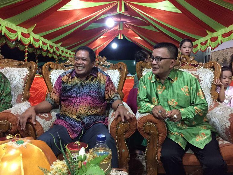 bakal Calon Bupati Konawe H. Syamsul Ibrahim SE. M.Si saat bersama ketua DPW PDIP Ir Hugua dalam suatu acara. FOTO : IST