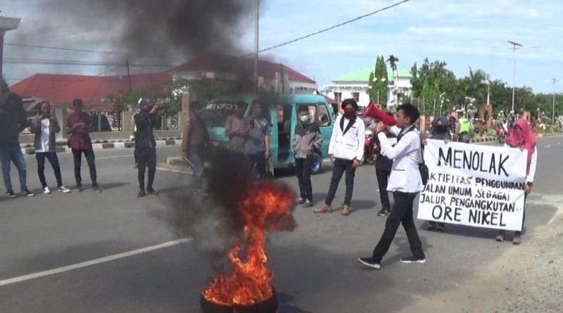 Puluhan Mahasiswa Demo Soal Pertambangan Nyaris Ricuh