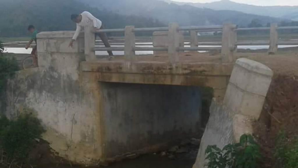 Jembatan yang Menghubungkan Dua Desa di Koltim Rusak Parah