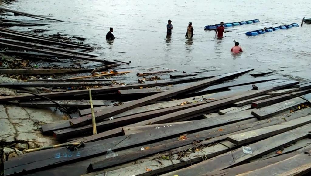 Dermaga Rusak Akibat Bongkar Muat Kayu Ilegal di Dermaga Butur