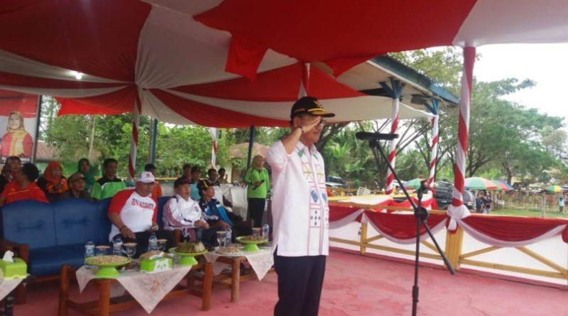 Bupati Konsel Buka Porseni Serta Resmikan Kios Pedagang di Ranomeeto
