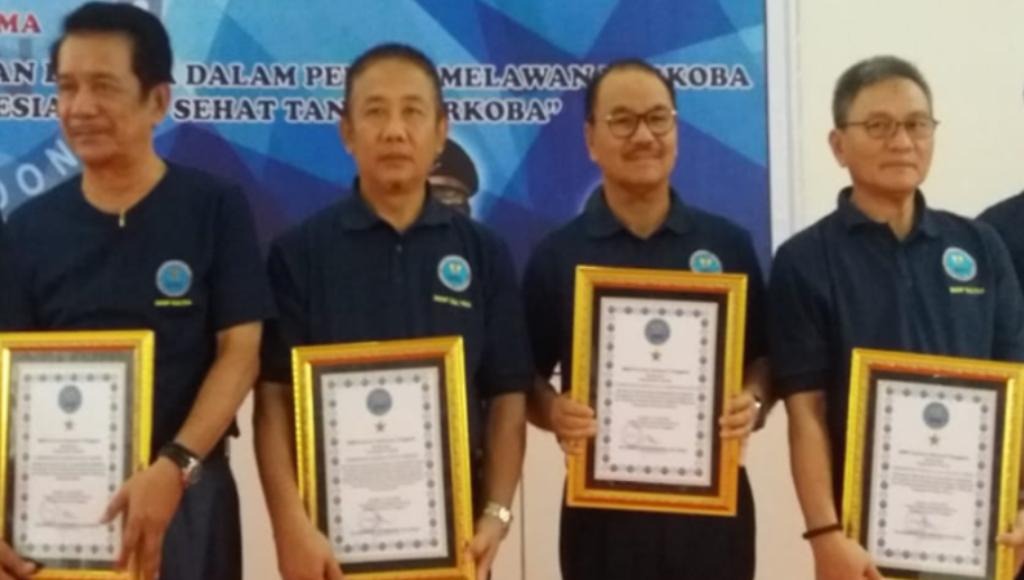Sukses Bantu P4GN, Pemda Konsel Raih Penghargaan dari BNNP Sultra