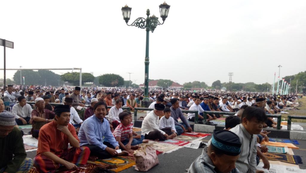 Puluhan Ribu Masyarakat Muslim Yogyakarta Gelar Sholat Ied di Altar