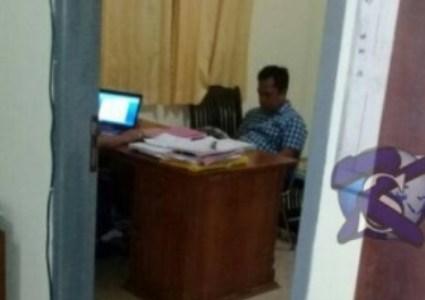 Oknum PNS Lingkup pemerintah kabupaten Muna di periksa jaksa terkait dugaan main proyek di DAk tahun 2015. FOTO : ROS