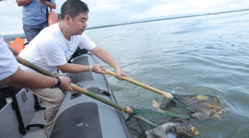 Video, Penjabat Gubernur Sultra Bersih-bersih Pantai Teluk