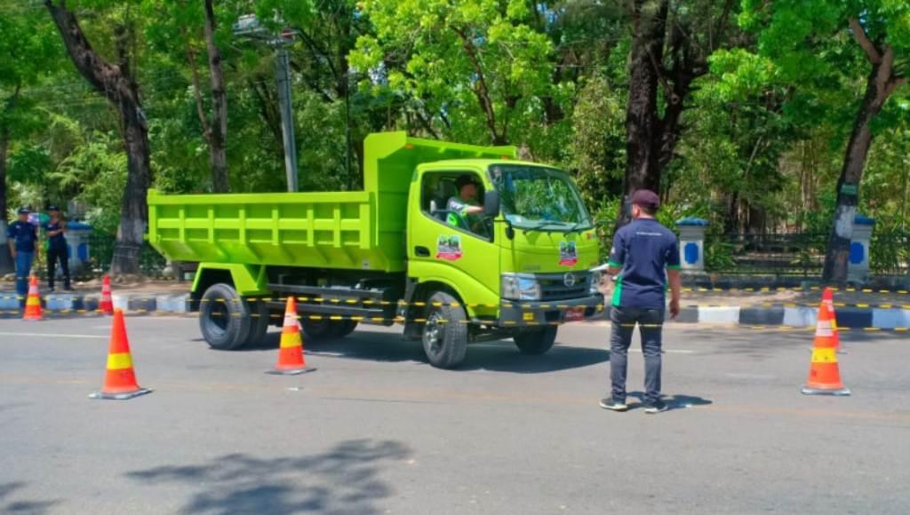 Hino Didik Sopir Truk Agar Berkendara dengan Baik di Jalan Raya