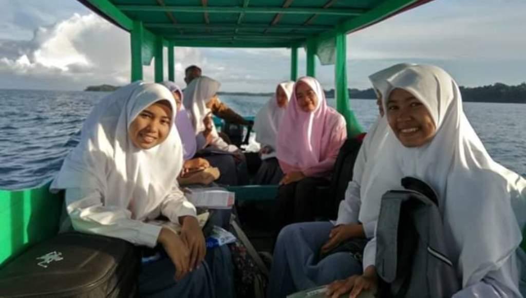 Pelajar di Teluk Nibung Aceh, Bertaruh Nyawa Menyeberangi Lautan Demi Menuntut Ilmu