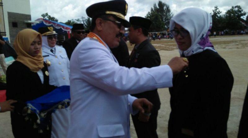 Momen HUT RI, 134 ASN Wakatobi Terima Penganugerahan Satya Lancana