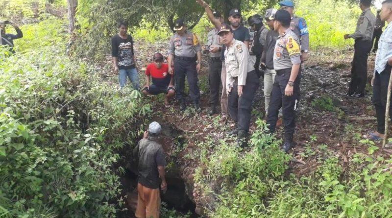 Kapolres Muna Pimpin Penyisiran Desa Korban Ular Piton